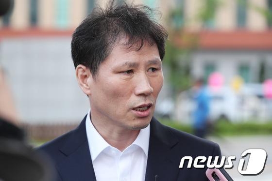 [사진]'국정원 특활비' 안봉근 '석방'