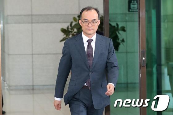 [사진]자문의 심의 결과 앞두고 퇴근하는 문무일 총장