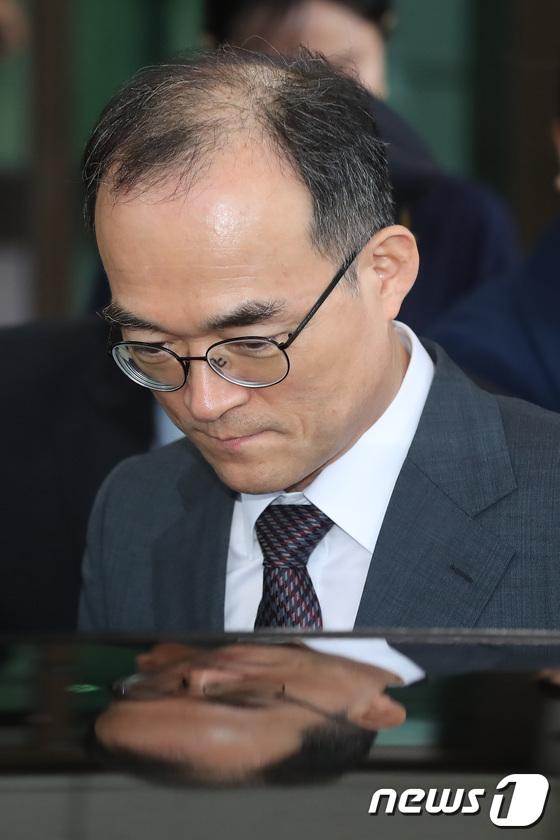 [사진]문무일 검찰총장 '전문자문단 심의 결과 앞두고 퇴근'