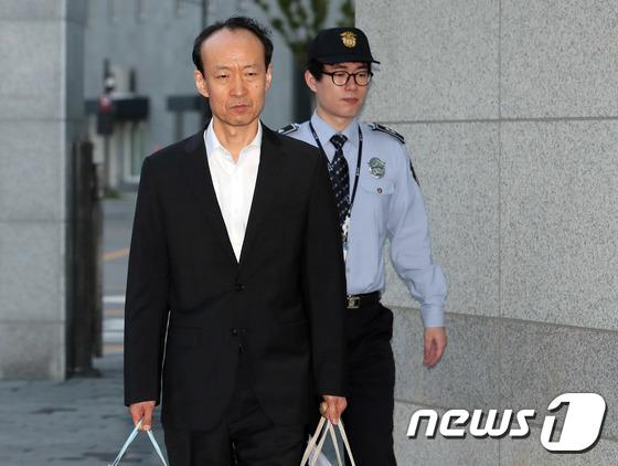 [사진]'국정원 특활비' 이재만, 보석으로 석방