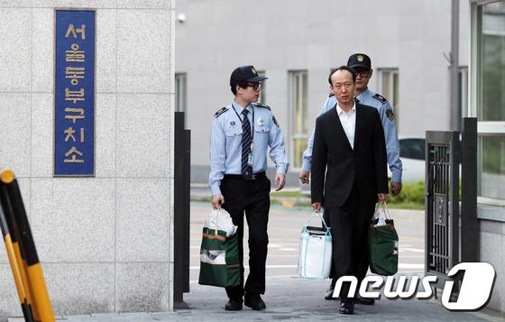 [사진]서울동부구치소 나오는 이재만