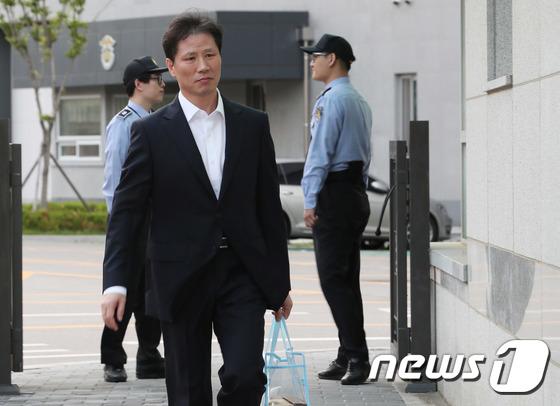 [사진]서울동부구치소 나오는 안봉근