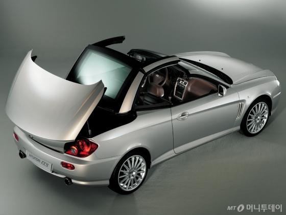 현대차가 2003년 독일 프랑크푸르트 모터쇼에서 독일 조립업체인 카만과 함께 개발한 컨버터블 콘셉트카 '투스카니 CCS'/사진제공=현대차