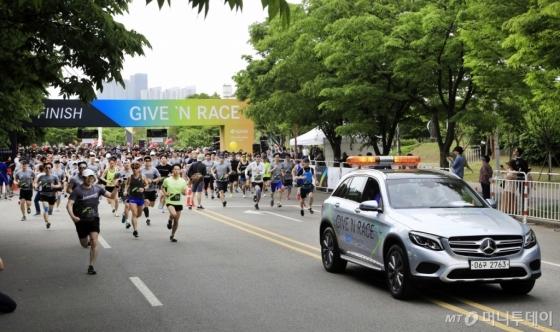 메르세데스-벤츠, 제3회 '기브앤레이스' 기부 달리기 개최