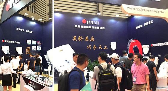 애플젠이 '2018 중국 상해국제주방욕실 박람회'에 참가해 애플비데를 선보이고 있다/사진제공=애플젠