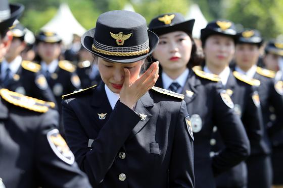 지난해 8월 충북 충주시 수안보면 중앙경찰학교 대운동장에서 열린 제291기 신임 경찰관 졸업식에 참석한 신임 여성 경찰관들./사진=뉴스1