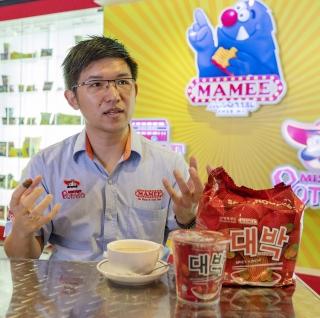 지난달 11일 말레이시아 말라카 마미더블데커 공장에서 케네스 팡 히 립 공장장이 본지와 인터뷰를 하고 있다. /사진제공=마미더블데커