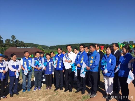 이재명 더불어민주당 경기도지사 후보가 12일 오전 파주 임진각을 찾아 '평화선언'을 발표하고 있다./사진=한민선기자