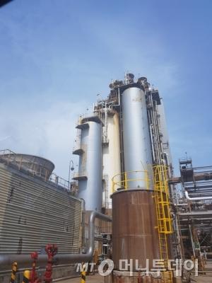 ↑ 잔사유 고도화 시설(Residue Upgrading Complex)은 원유 찌꺼기를 다시 걸러내어 휘발유와 프로필렌 등 고부가가치 석유제품을 만드는 지상유전으로 불린다. / = 박준식 기자