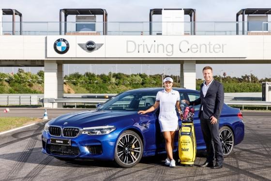 BMW그룹코리아는 12일 미국여자프로골프(LPGA) 투어에서 활약 중인 고진영 선수(사진 왼쪽)를 '프렌드 오브 더 브랜드'(Friend of the Brand)로 선정했다./사진제공=BMW