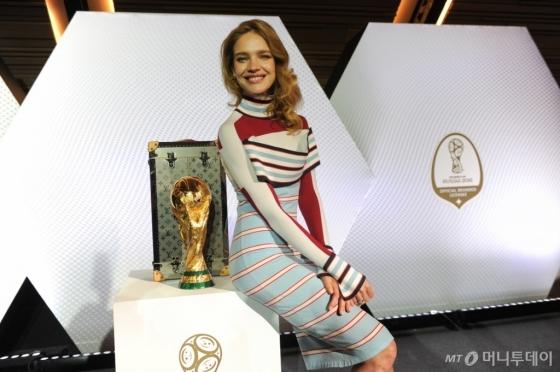 5월17일 루이 비통 아니에르 공방에서 개최된 공식 기자회견에 참석한 나탈리아 보디아노바 /사진제공=루이 비통