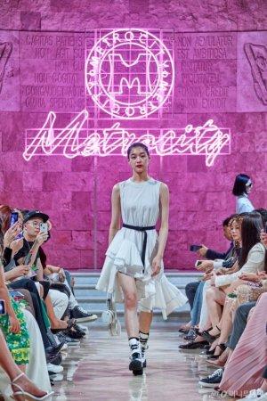 [런웨이] 메트로시티, 2018 F/W & 2019 S/S 컬렉션