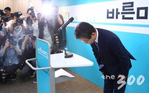 유승민 바른미래당 공동대표가 14일 오전 서울 여의도 당사에서 사퇴 기자회견을 하고 있다. /사진=이동훈 기자