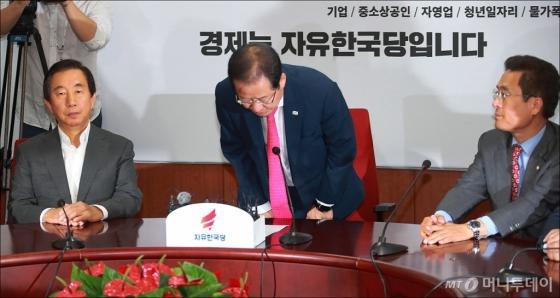 [사진]홍준표, 당대표직 사퇴...'지방선거 참패 내 탓'