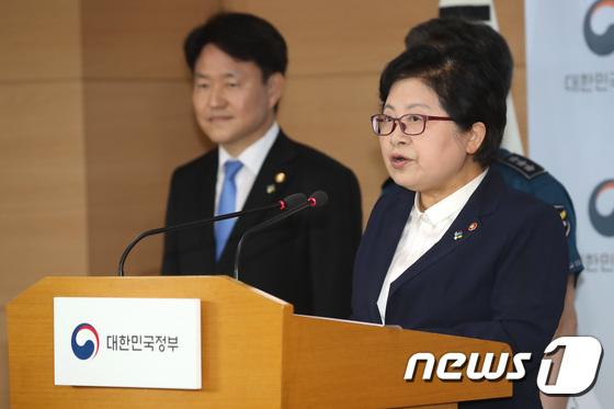 [사진]정현백 장관 '여성 상대 불법촬영 범죄 처벌 강화'