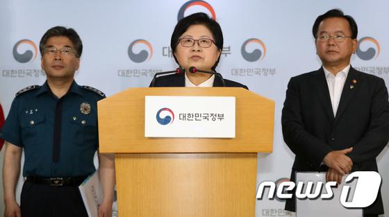 [사진]정현백 여가부 장관 '공동화잘싱 몰카 범죄 예방 위해 상시 점검'