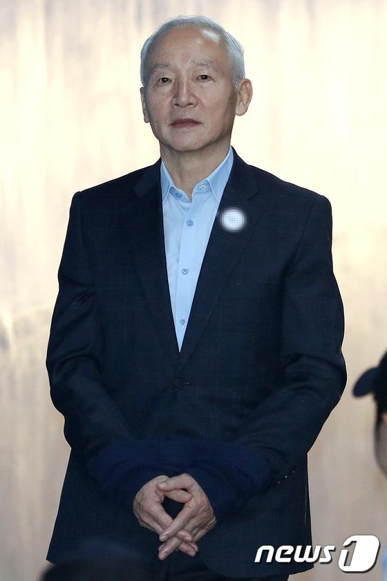 [사진]선고공판 출석하는 남재준 전 국정원장