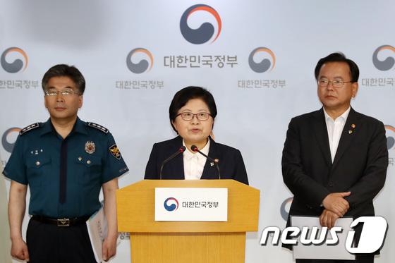 [사진]정현백 장관 '공중화장실 몰카 범죄 차단에 총력'
