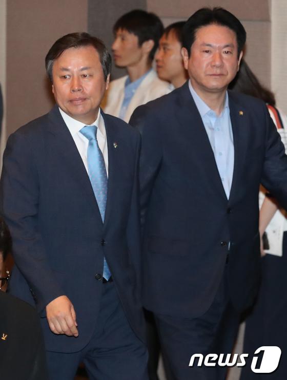[사진]도종환-이동섭 '태권도 발전 보고대회 참석'