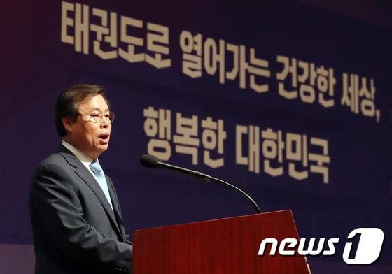 [사진]도종환 장관, 태권도 발전전략 보고회 축사