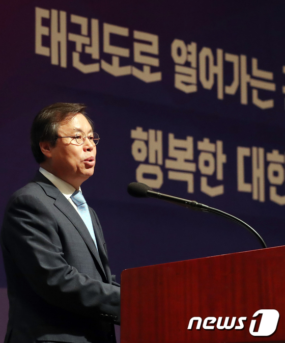 [사진]축사하는 도종환 장관