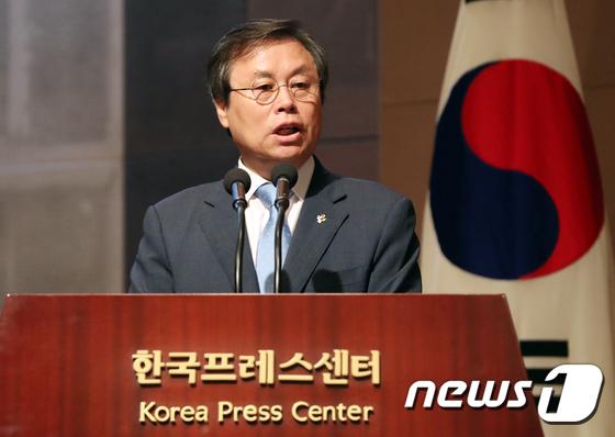 [사진]태권도 발전 보고대회서 축사하는 도종환 장관