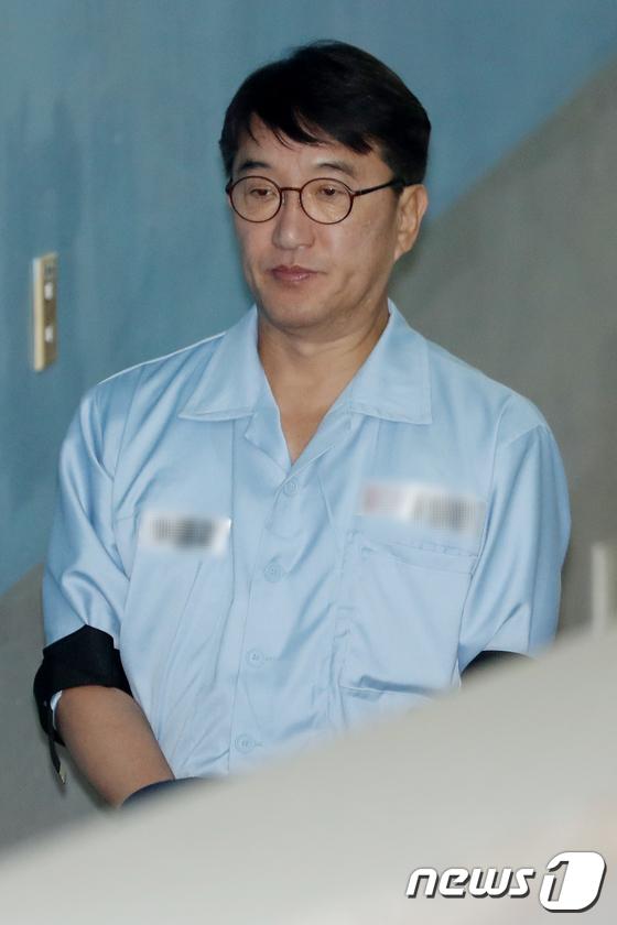 [사진]무거운 표정의 현기환 전 靑 정무수석
