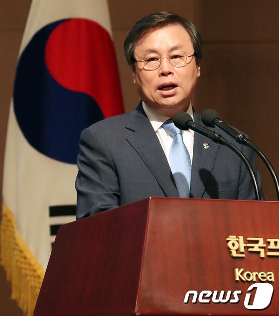 [사진]도종환 장관 '태권도 미래발전 축사'