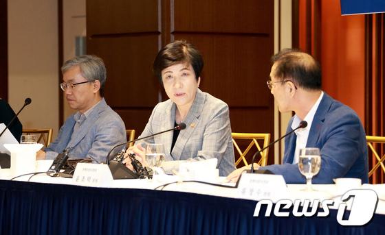 [사진]모두발언하는 김영주 장관