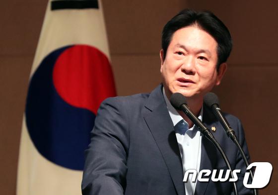 [사진]태권도 발전보고대회 축사하는 이동섭 의원