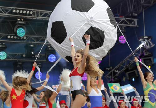 지난 14일(한국시간) 오후 11시30분 러시아 모스크바의 루즈니키 스타디움에서 2018 국제축구연맹(FIFA) 러시아 월드컵이 성대한 개막식을 올렸다. /사진제공= 뉴시스