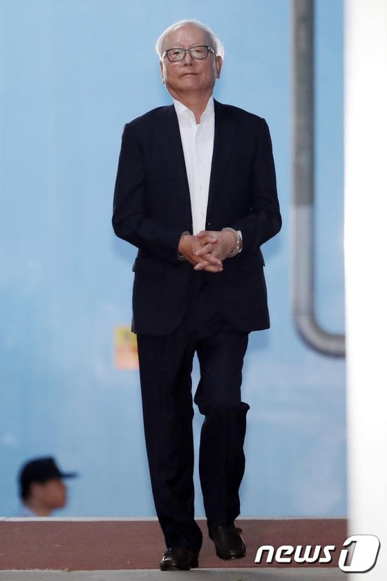 [사진]구치소 향하는 이병호 전 국정원장