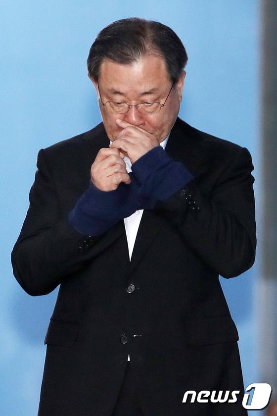 [사진]이병기 전 국정원장 '다시 구치소로'