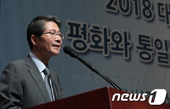 [사진]류길재 전 장관 '평화와 통일'