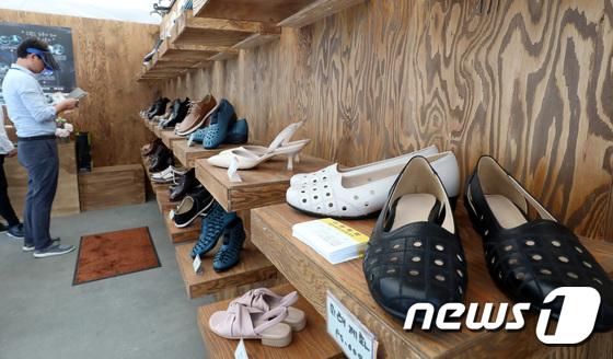 [사진]'염천교 수제화거리 수제화를 서울로7017에서'