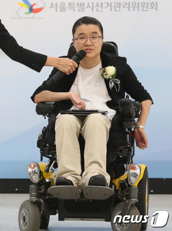 [사진]소감 밝히는 김소영 비례대표시의원