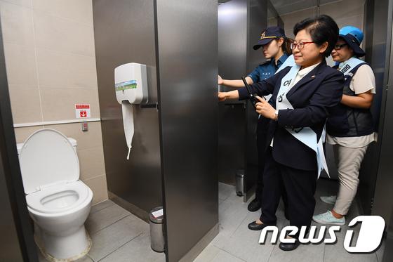 [사진]여자화장실, 안심하고 이용하세요
