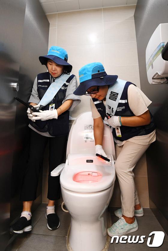 [사진]'여자화장실 이용, 안심할 수 있도록'