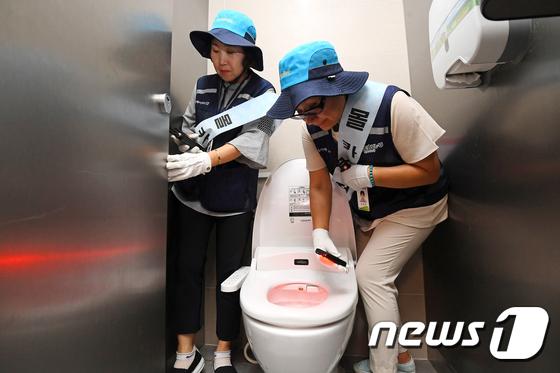 [사진]여자화장실, 몰래카메라 없도록