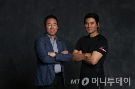 (왼쪽부터)박인철 대표와 박찬호/사진제공=파워풀엑스