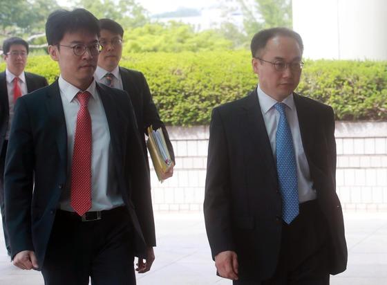 이원석 여주지청장(오른쪽), 왼쪽은 '국정농단' 사건을 수사한 한웅재 전 서울중앙지검 형사8부장검사 /사진=뉴스1