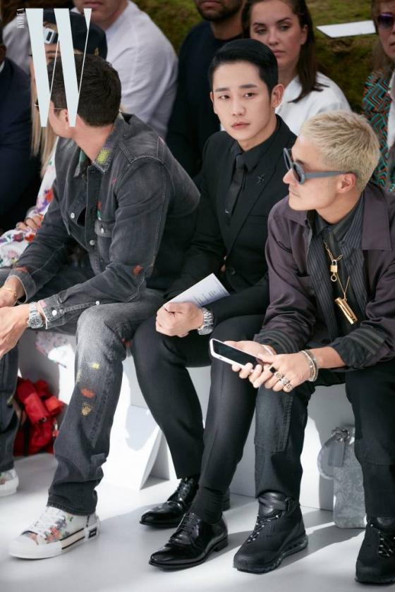 배우 정해인이 지난 23일(현지시간) 프랑스 파리에서 진행된 디올 옴므(Dior Homme) 19SS 컬렉션에 참석했다. /사진제공=디올