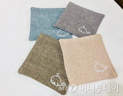 사회적 기업 우시산이 '고래'를 알리기 위해 제작한 '고래 티매트' 상품./사진제공=우시산