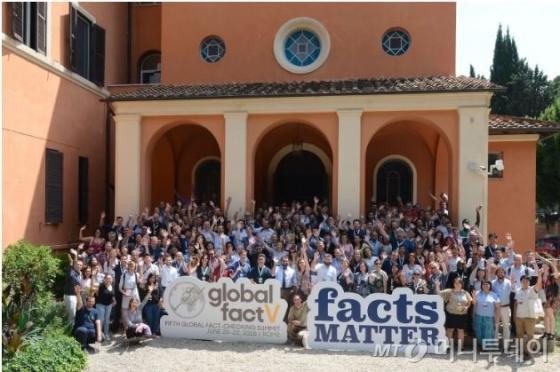 전세계 팩트체커들의 글로벌 컨퍼런스인 '글로벌 팩트V'가 이탈리아 로마 세인트스테판스쿨에서 6월20~22일 열렸다. 전세계 56개국 225명이 참석하는 등 성황리에 진행됐다./사진= IFCN 기울리오 리오타