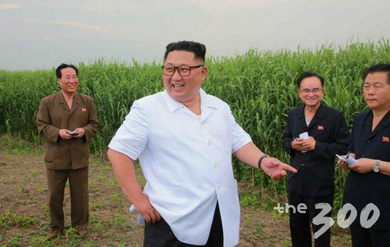 북한 노동신문은 김정은 국무위원장이 평안북도 신도군 신도에 있는 갈(갈대)종합농장을 현지지도했다고 지난 30일 보도했다. (노동신문) /사진=뉴스1