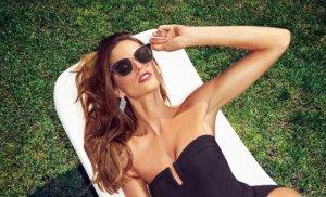 복고풍 vs 글램룩…바캉스 수영복, 어떻게 입을까?
