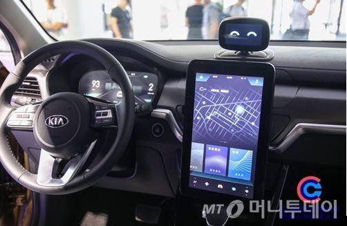 기아차 중국법인이 지난 4월 출시한 '신형 즈파오(국내명 스포티지)'에  탐재한 'AI 샤오두 로봇'/사진제공=현대차그룹