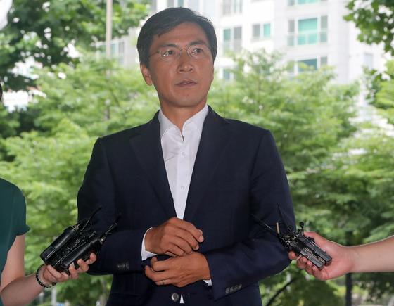 수행비서를 위력으로 성폭행한 혐의 등을 받는 안희정 전 충남지사가 11일 오전 서울 마포구 서부지방법원에서 열린 4차 공판에 출석하고 있다. /사진=뉴스1