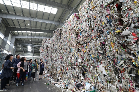 대구 동구 불로동 동구자원재활용센터. 재활용품이 쌓여있다./사진=뉴스1