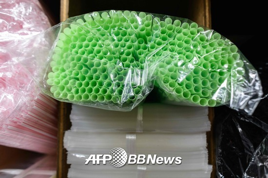 홍콩 맥도날드 매장의 일회용 빨대./AFPBBNews=뉴스1